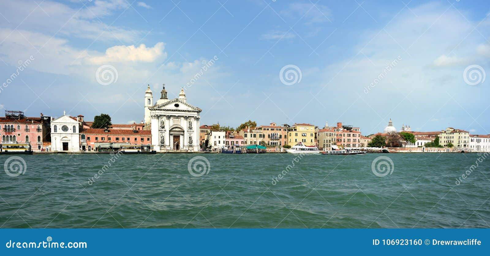 Jachty, trenery przy San Marco, Wenecja
