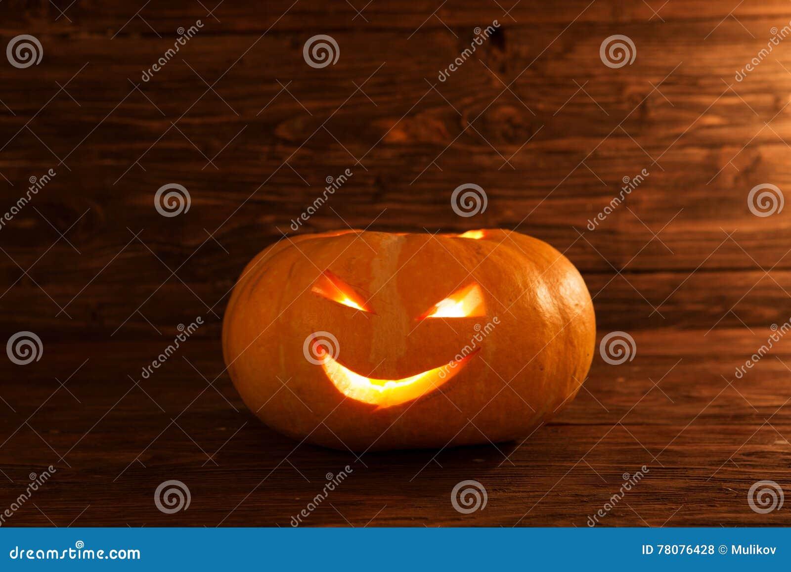 how to make a halloween pumpkin lantern