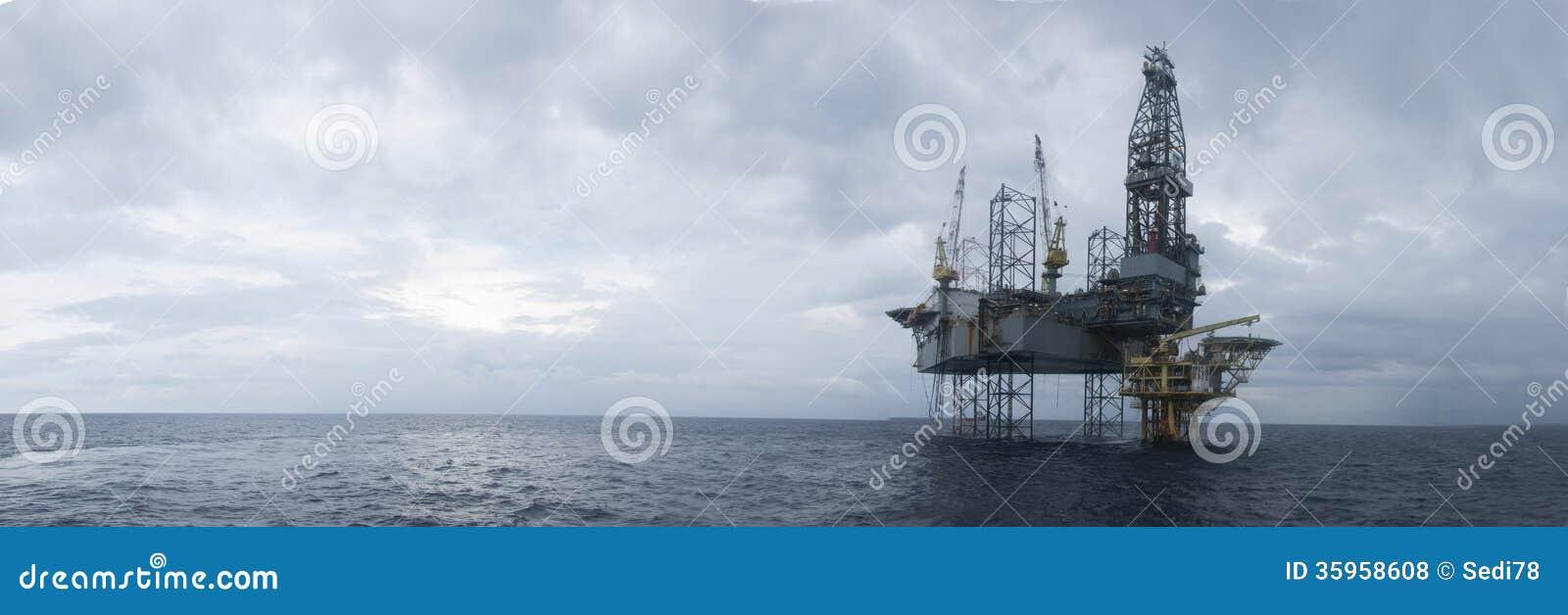 Jack Up Drilling Rig Over a pouca distância do mar a parte superior do petróleo e gás