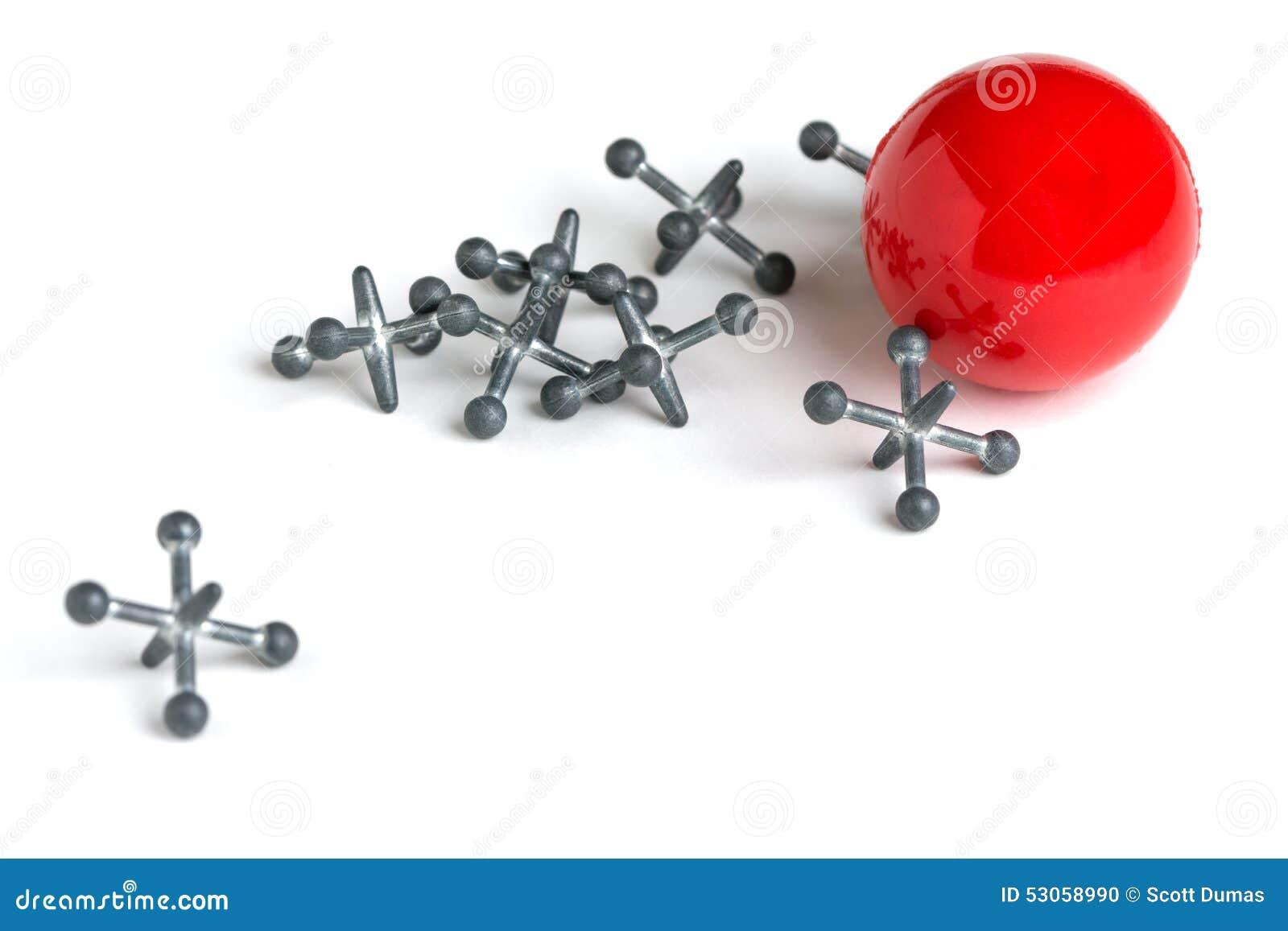 Jacks с красным шариком на белой предпосылке