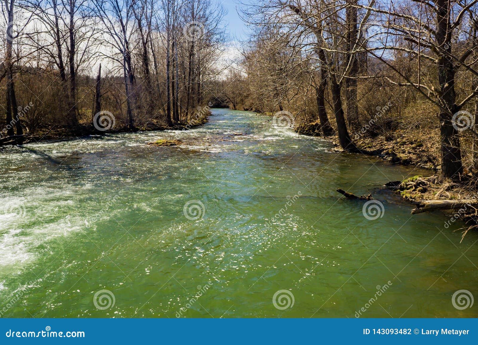 Jackson River na área recreacional escondida do vale