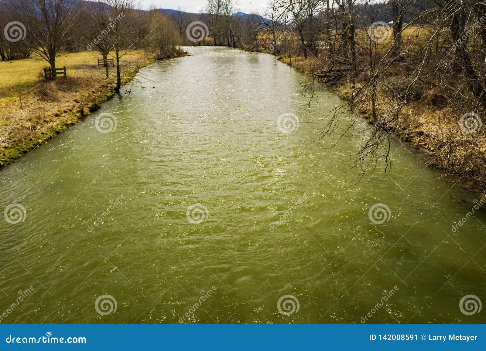 Jackson River nella contea di Highland, la Virginia, U.S.A.