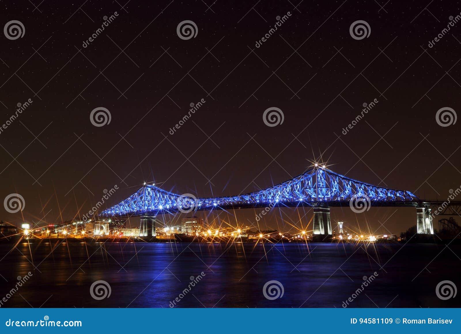 Jacques Cartier Bridge Illumination i Montreal Montreal's 375. årsdag lysande färgrikt växelverkande