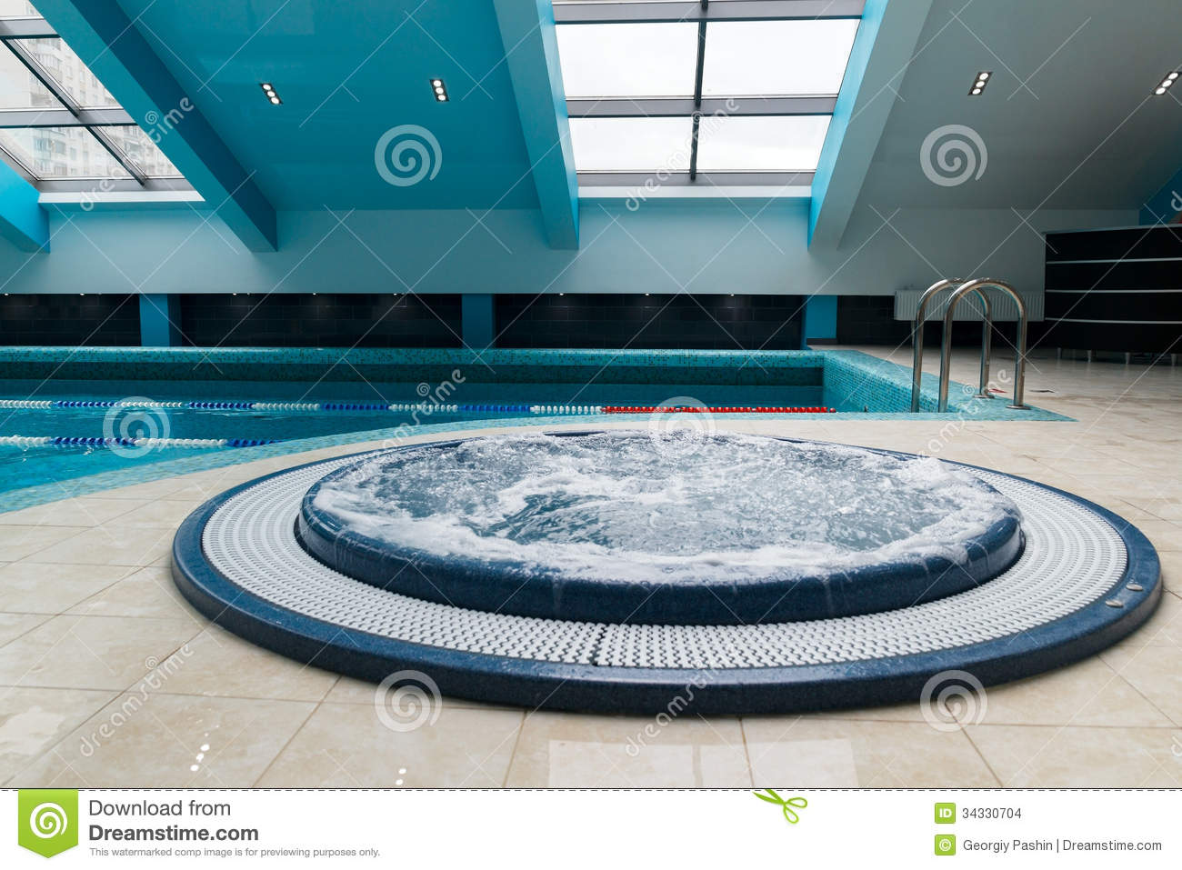 Jacuzzi bathtub near swimming pool stock images image 34330704 for Swimming pool and jacuzzi near me