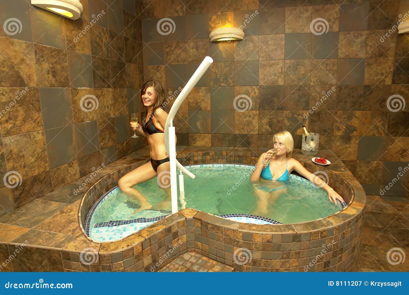 Fille de hot tub