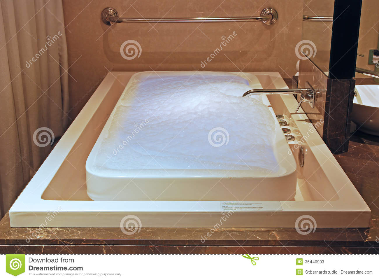 JACUZZI INFINTY FLOW BATH TUB Stock Image - Image of bubbles, inroom ...