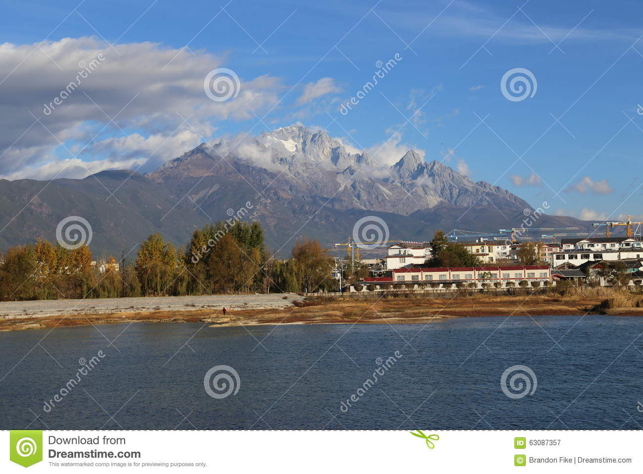 Download Jade Dragon Snow Mountain image stock. Image du course - 63087357