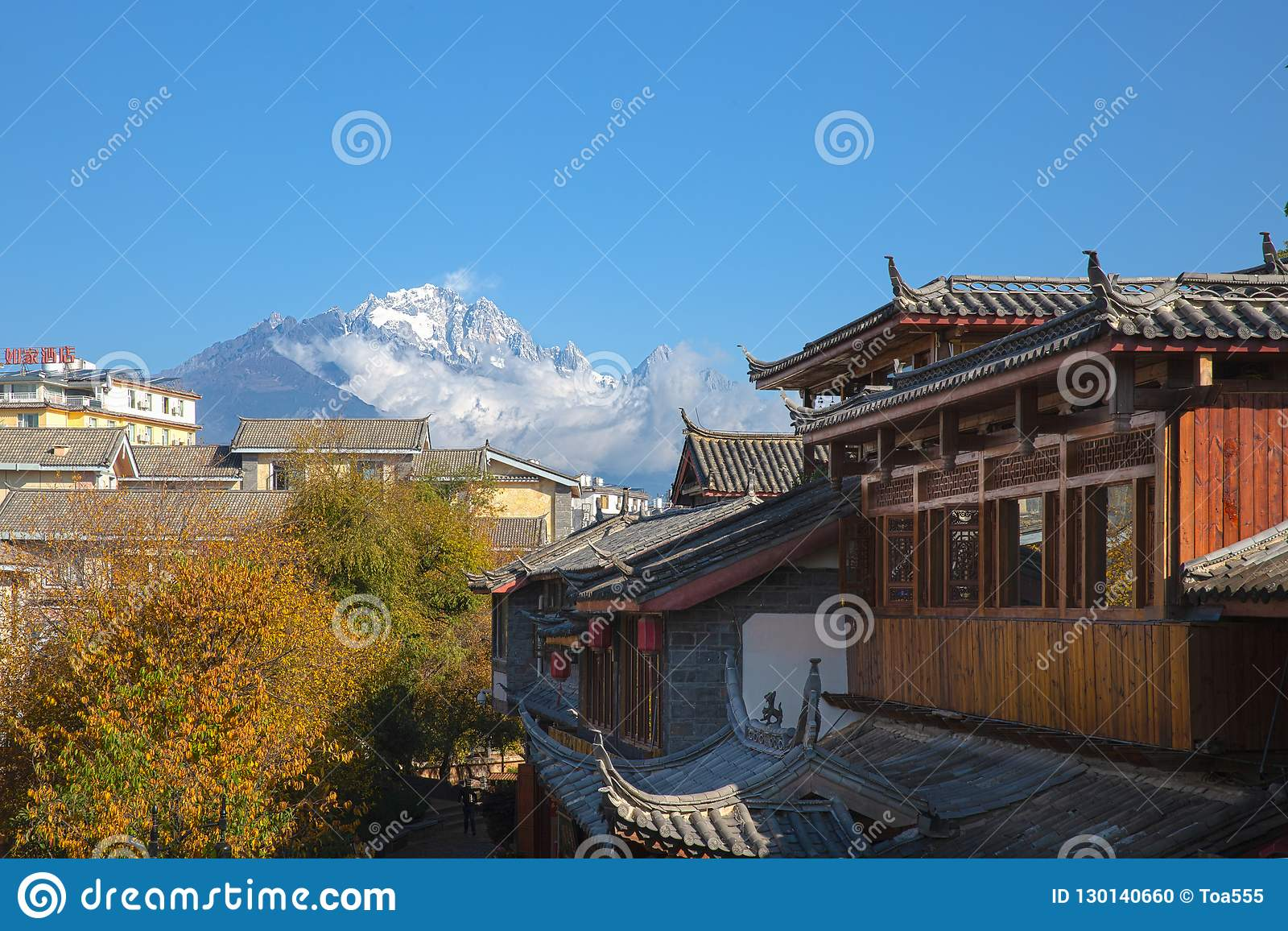 Jade Dragon Snow Mountain från Lijiang, Yunnan, Chi