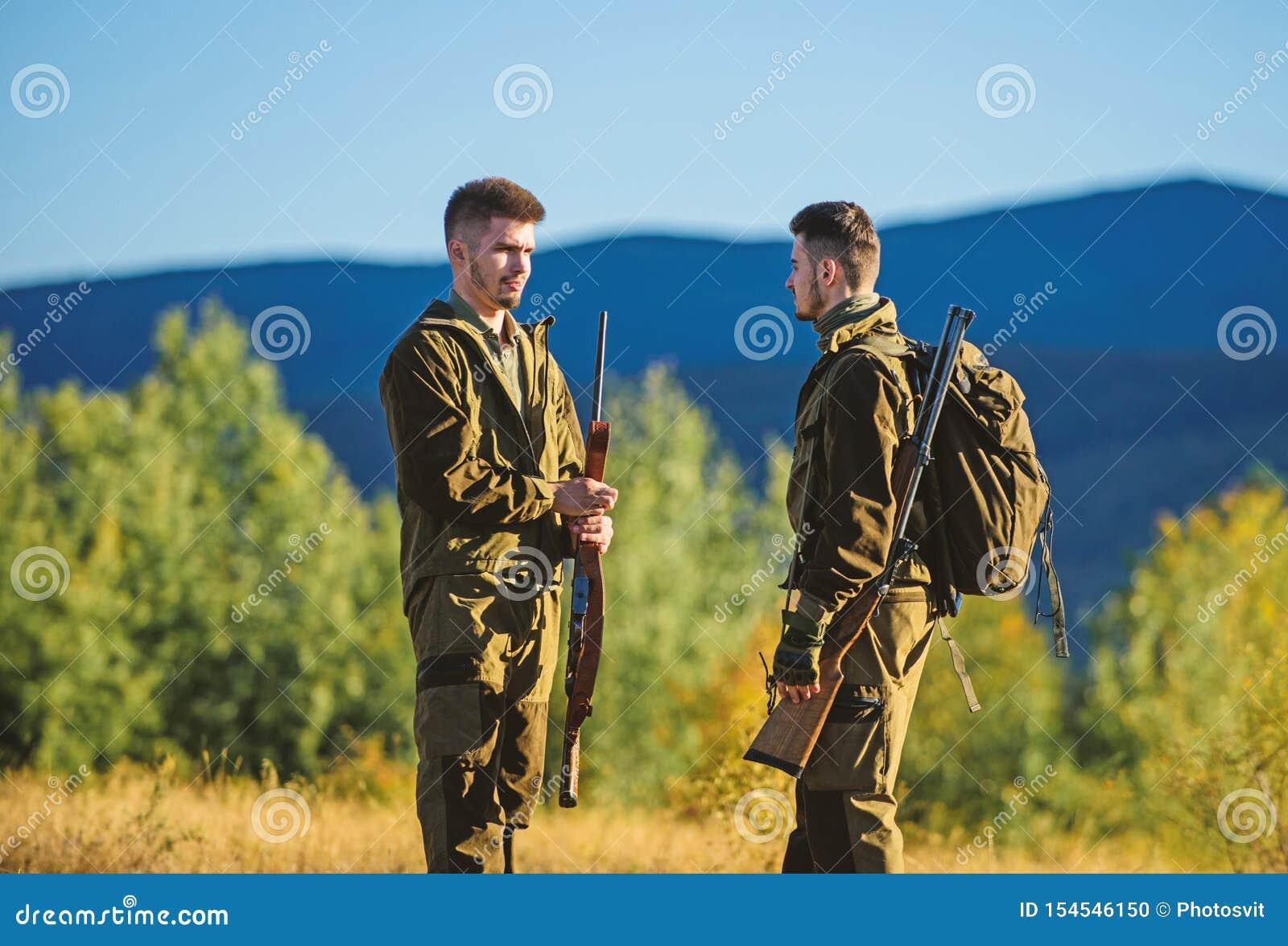 Jaga expertisvapenutrustning Hur v?ndjakt in i hobby Kamratskap av manj?gare Arm?styrkor kamouflage