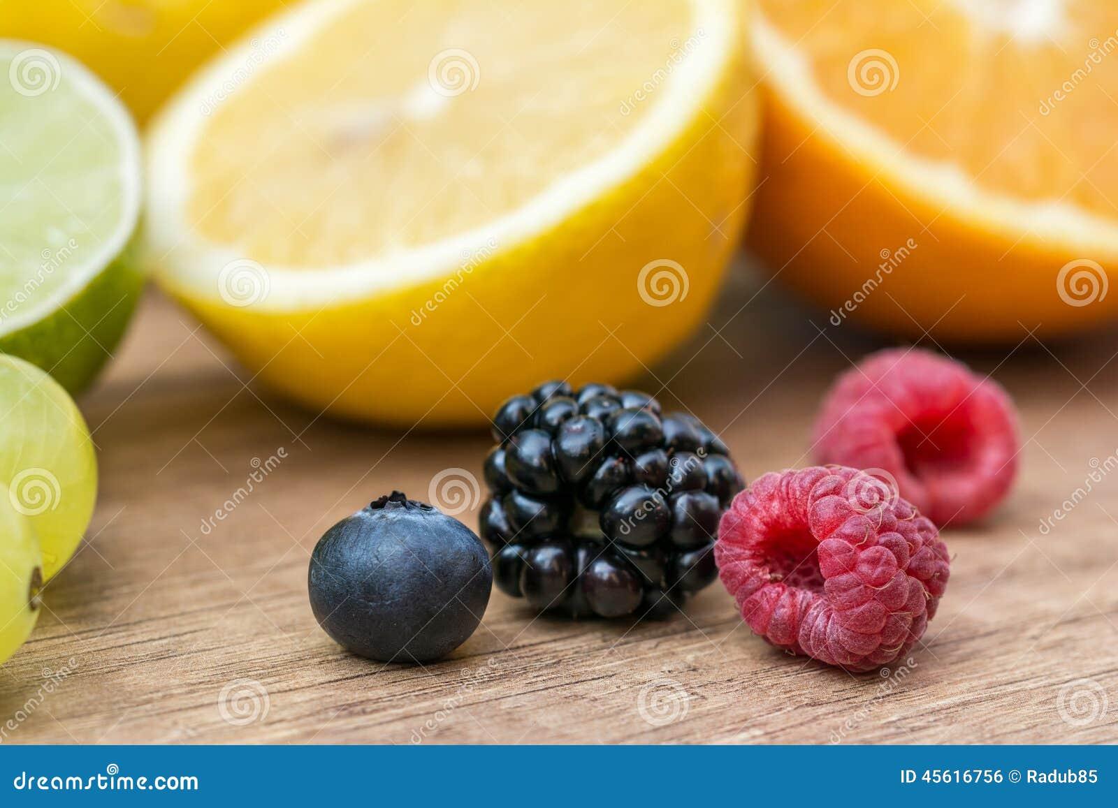 Jagody, pomarańcze I wapno,