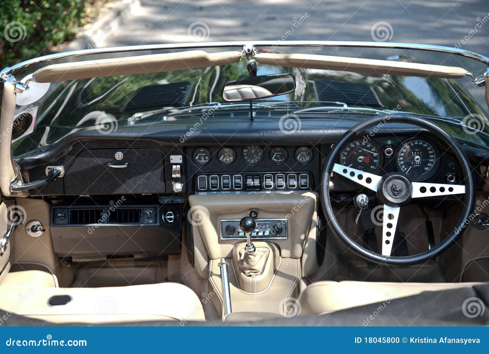 Jaguar e typ innenraum auf weinlese auto parade for Auto innenraum