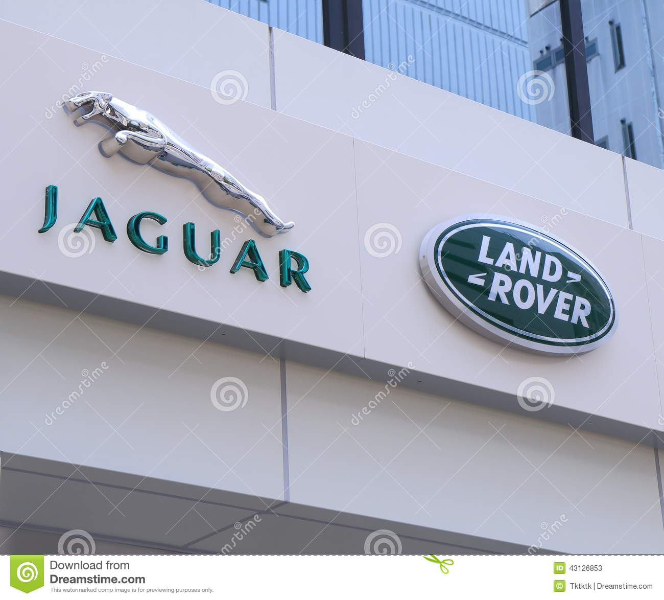 Sacramento California Land Rover Dealership: Land Rover Defender Used To Tow The Boat Carriage At The