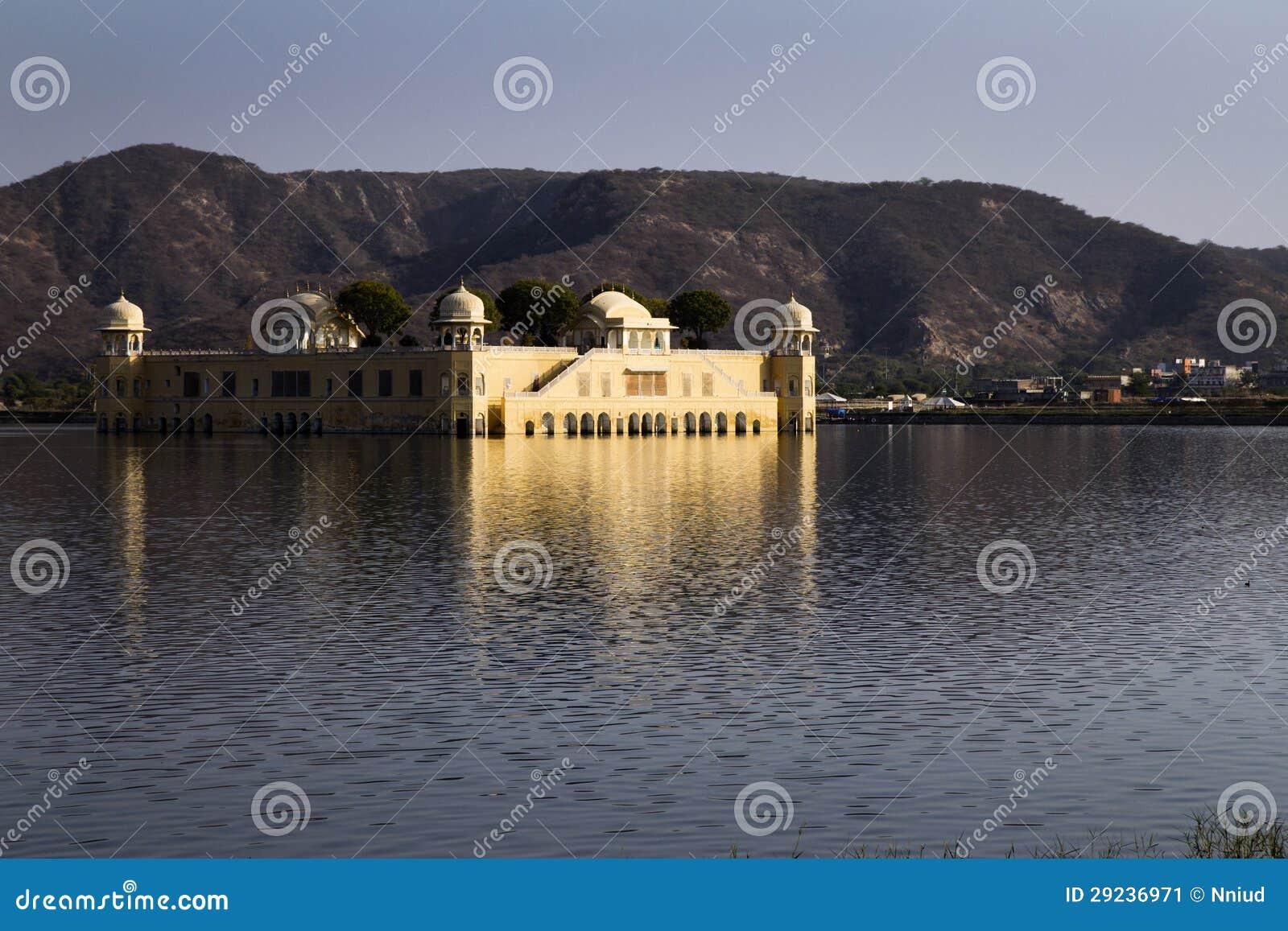 Download Jaipur, palácio no lago imagem de stock. Imagem de arte - 29236971