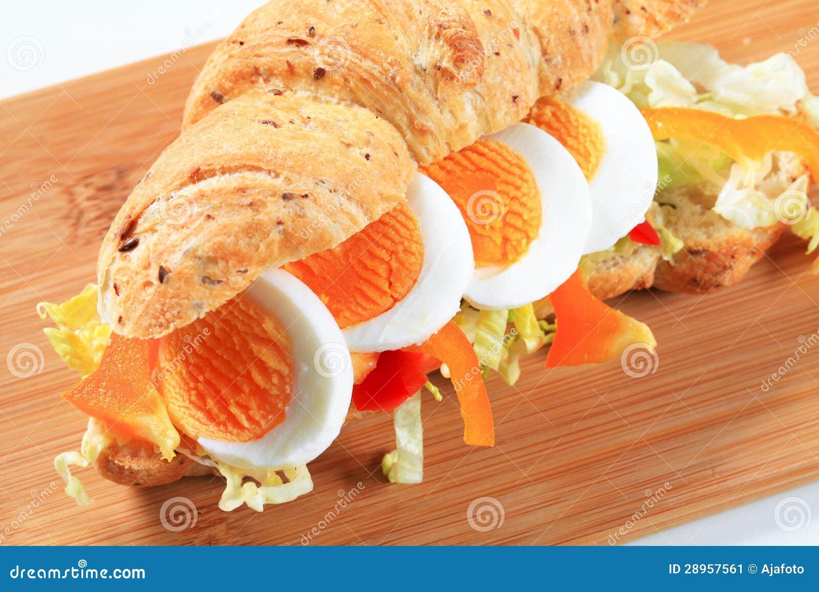 Jajeczna podwodna kanapka