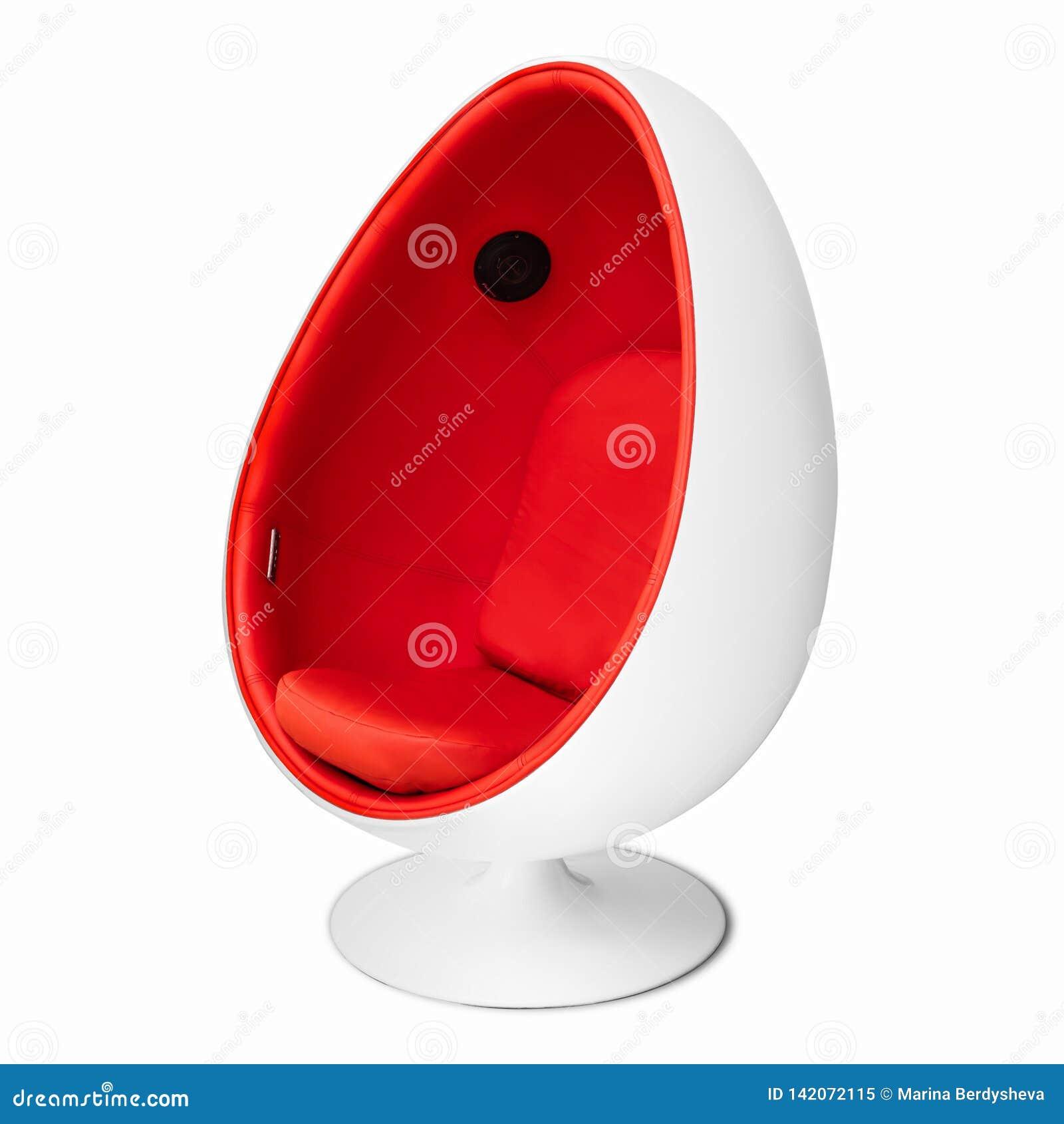 Jajeczny krzesło na białym tle