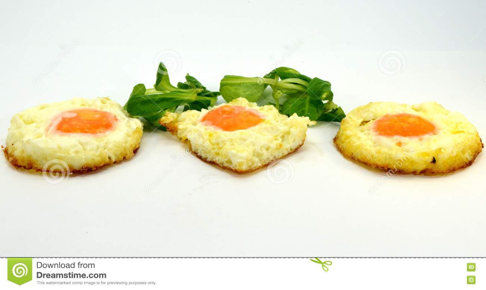 Jajeczny tercet na talerzu
