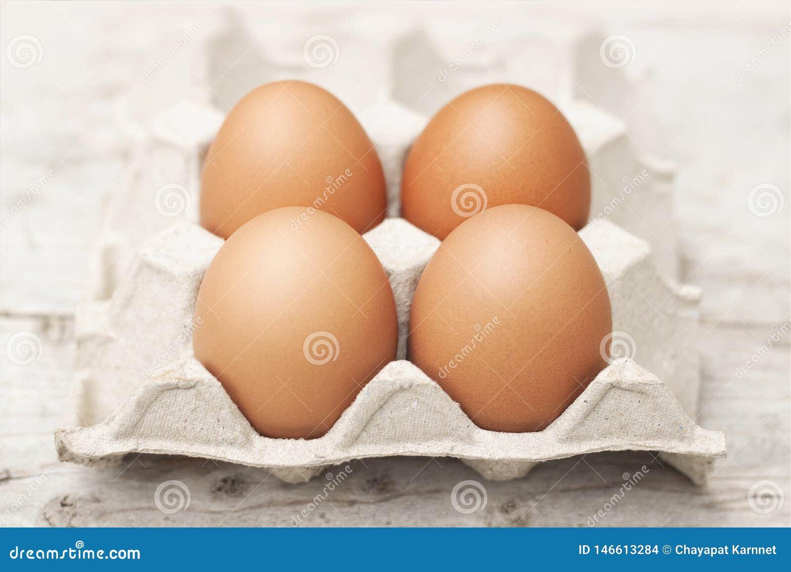 Jajka z ampułą, jaskrawi czerwoni jajka, atoksyczni