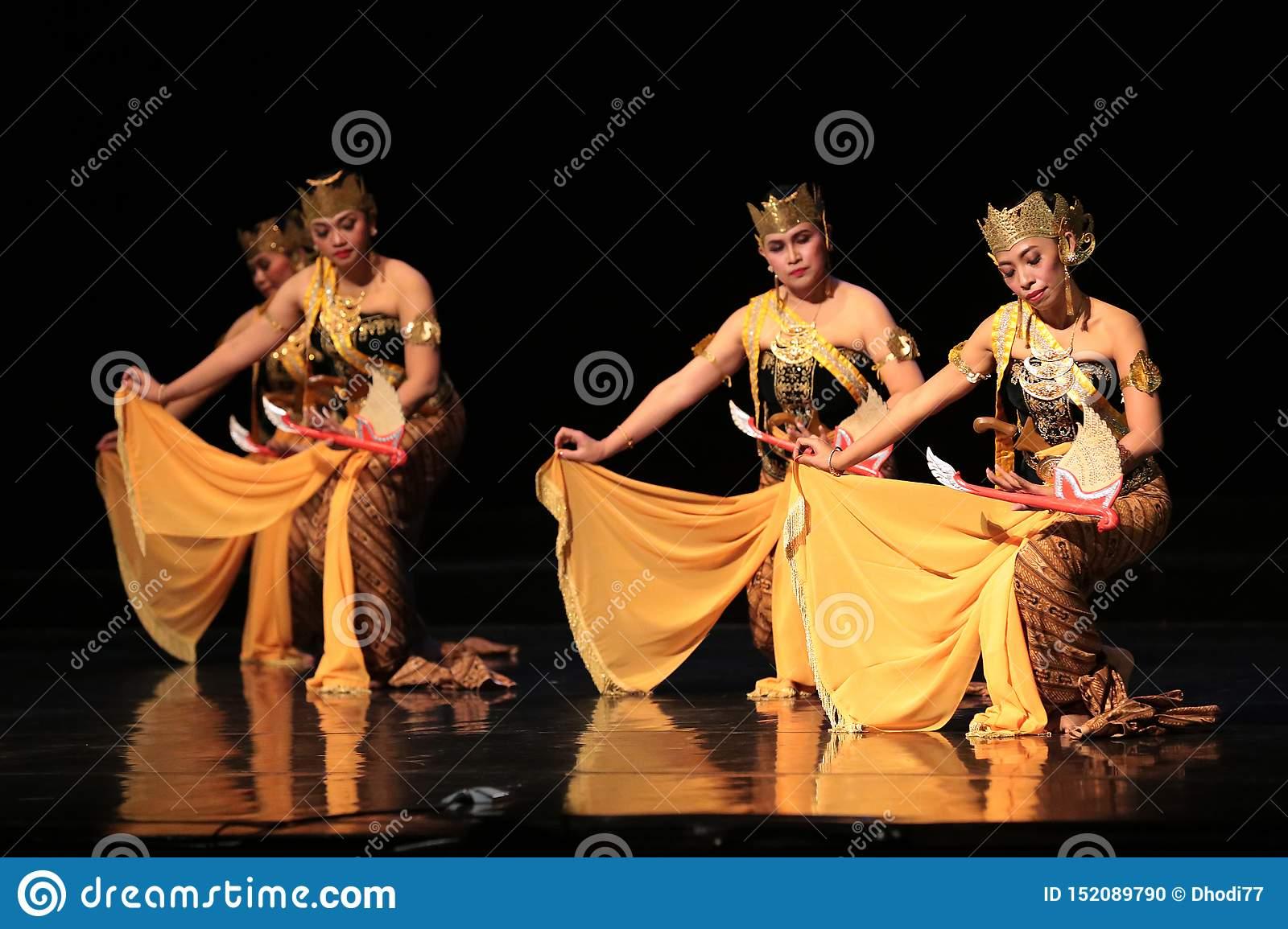 Java Traditional dance perfomance at The Jakarta Art Building
