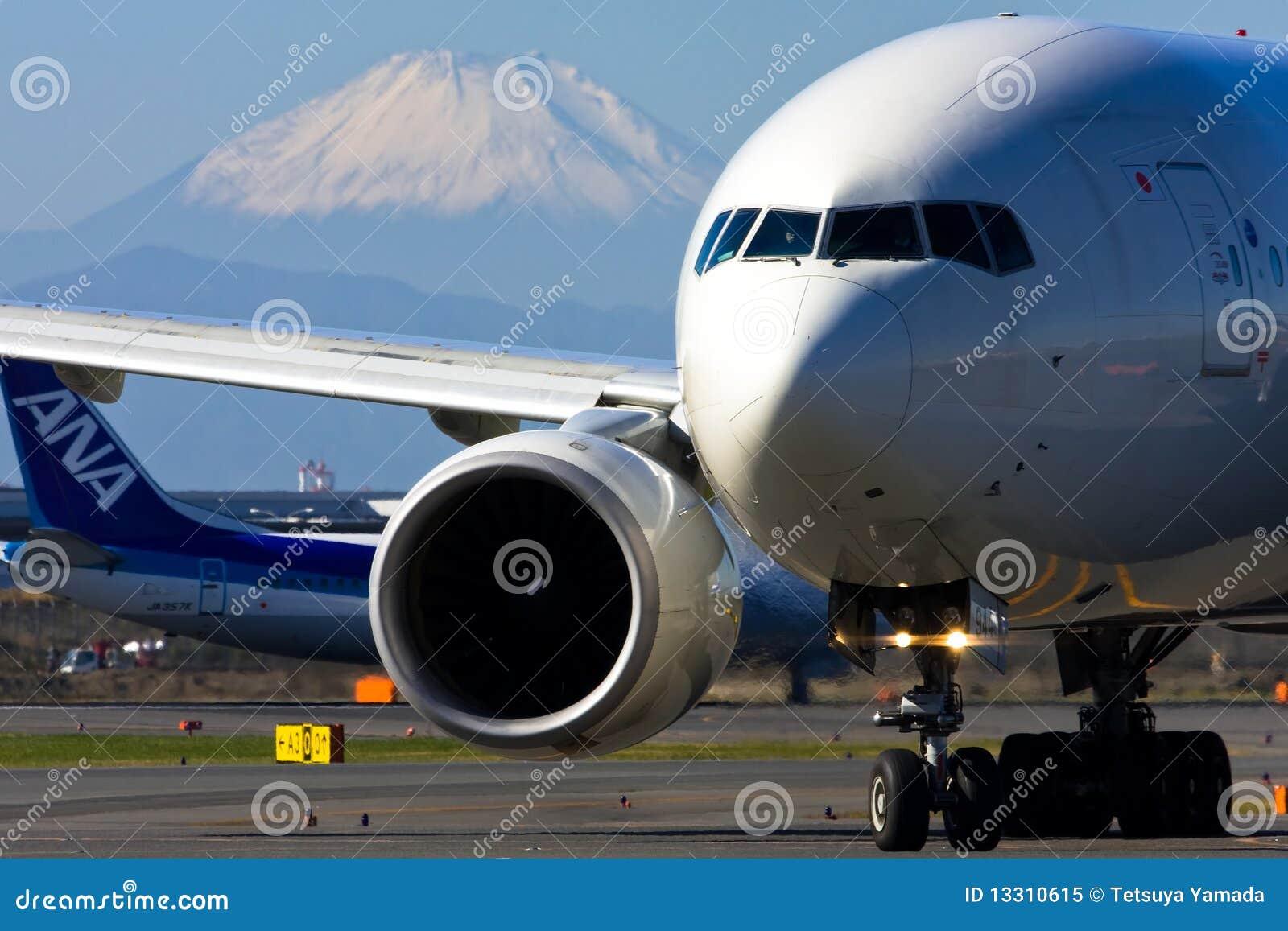 JAL Boeing 777 en el AEROPUERTO internacional de Tokio