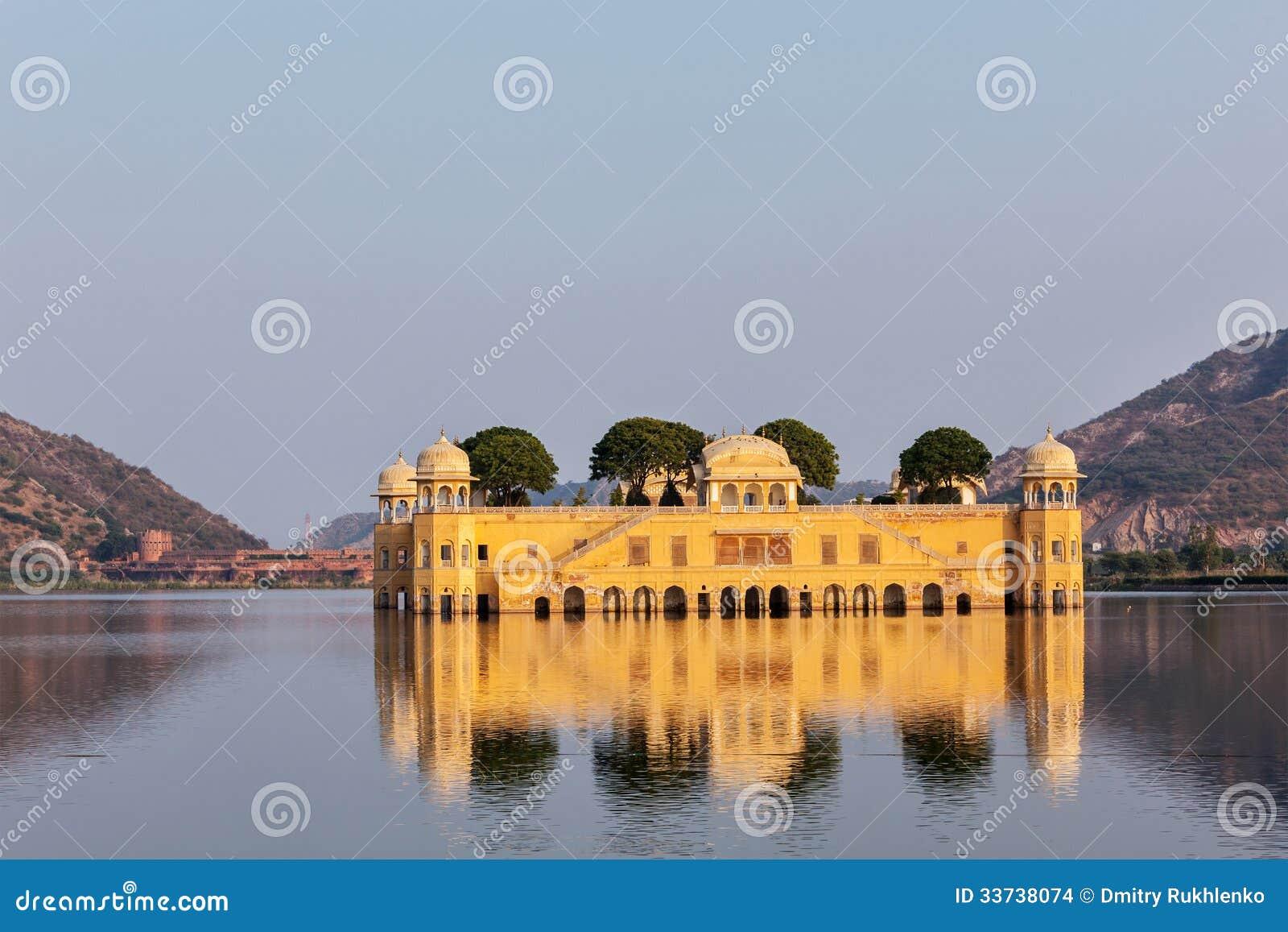 Jal Mahal (дворец воды).  Джайпур, Раджастхан, Индия