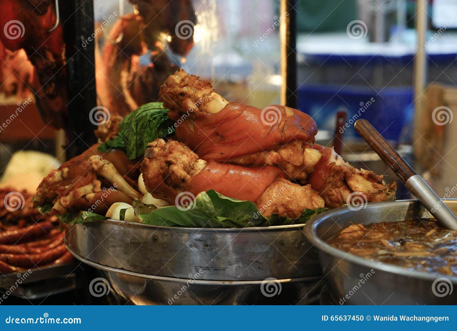 Jambe cuite de porc dans la chaudière