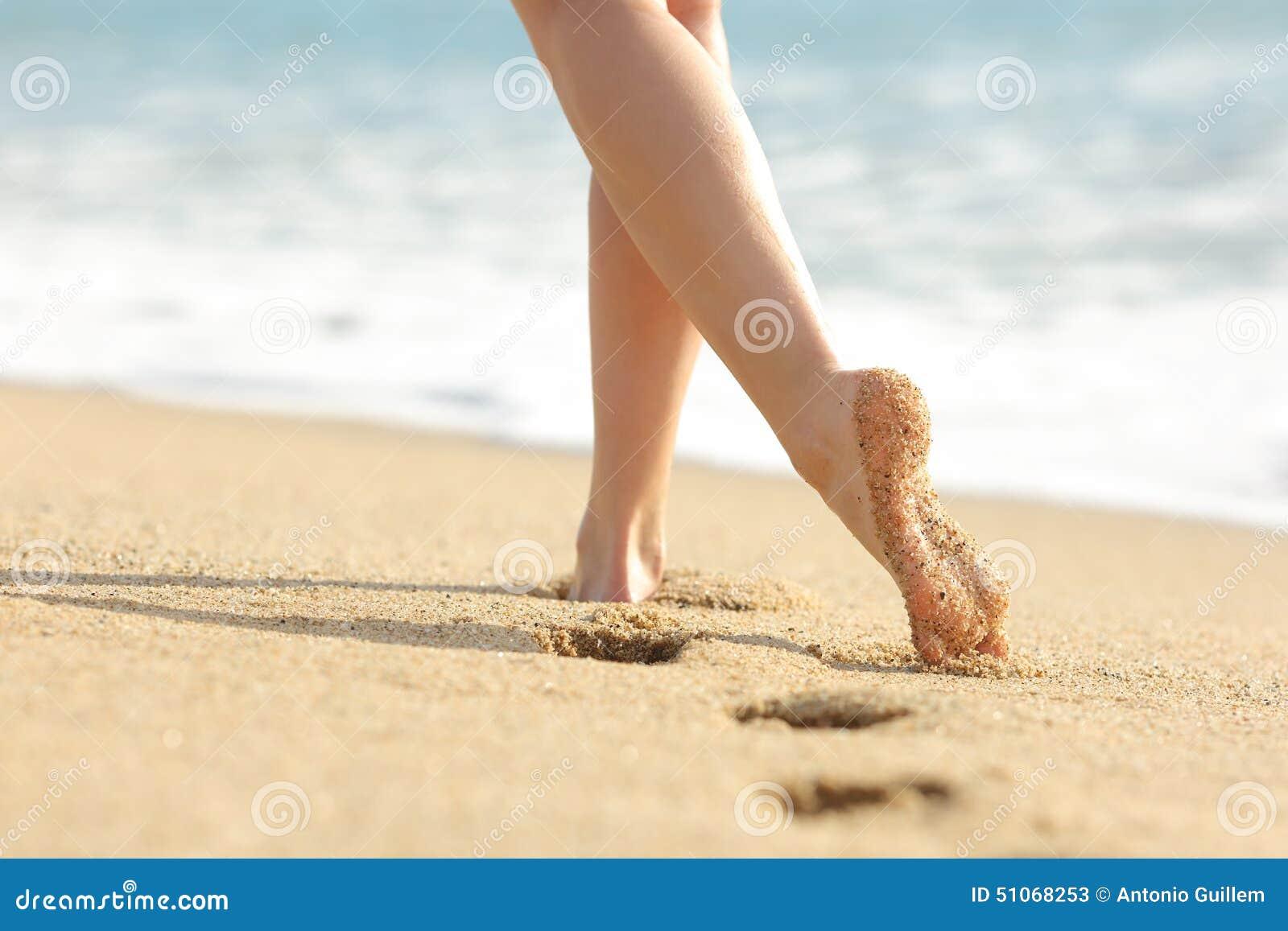 Fille chaude jambes et pieds