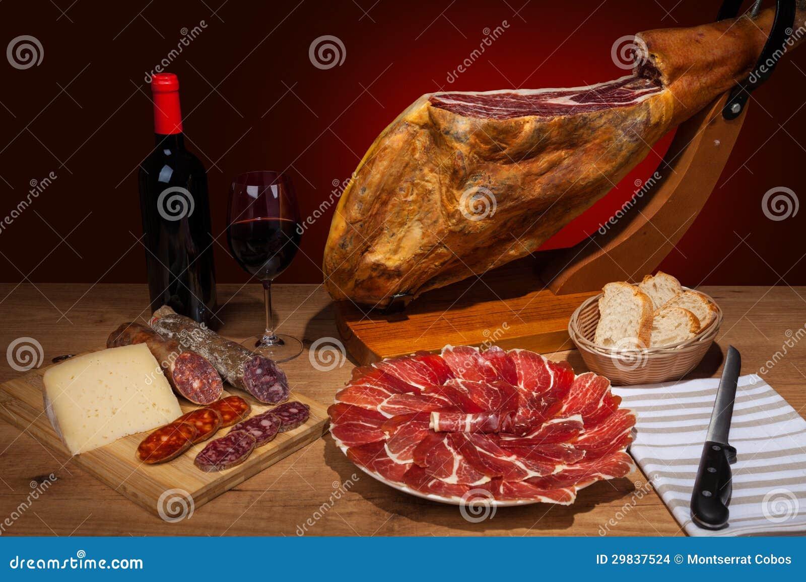 Embutidos espanhóis diferentes em uma tabela