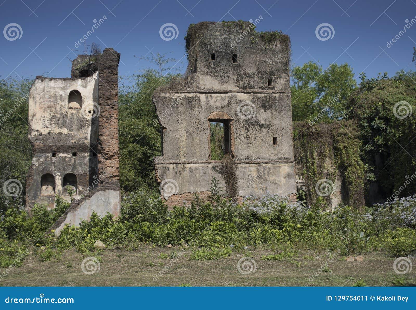 Jamunadighi,Burdwan,印度- 2018年1月:一个Zamindar或房东豪宅的废墟在农村孟加拉的村庄