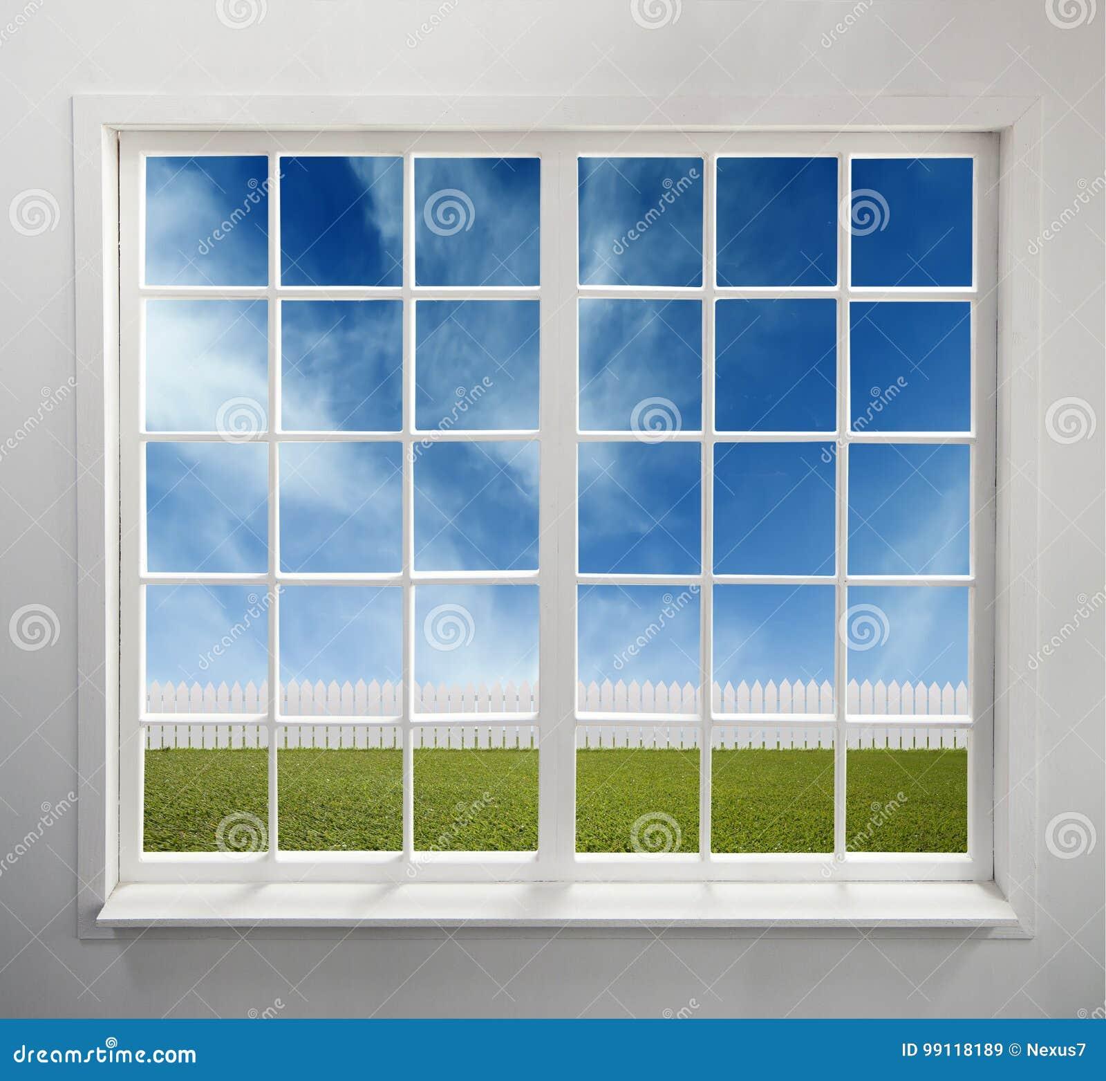 Janela branca clássica com uma vista