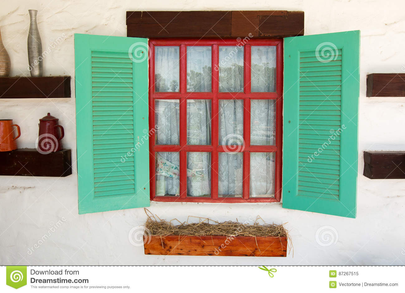 janela colorida aberta com a cortina fina branca da tela