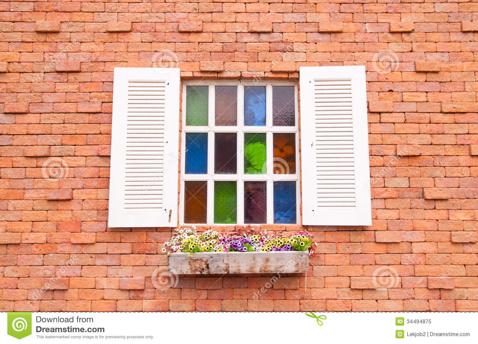 janela de madeira bonita com a multi vidro da cor e parede de tijolo imagem de stock imagem de. Black Bedroom Furniture Sets. Home Design Ideas