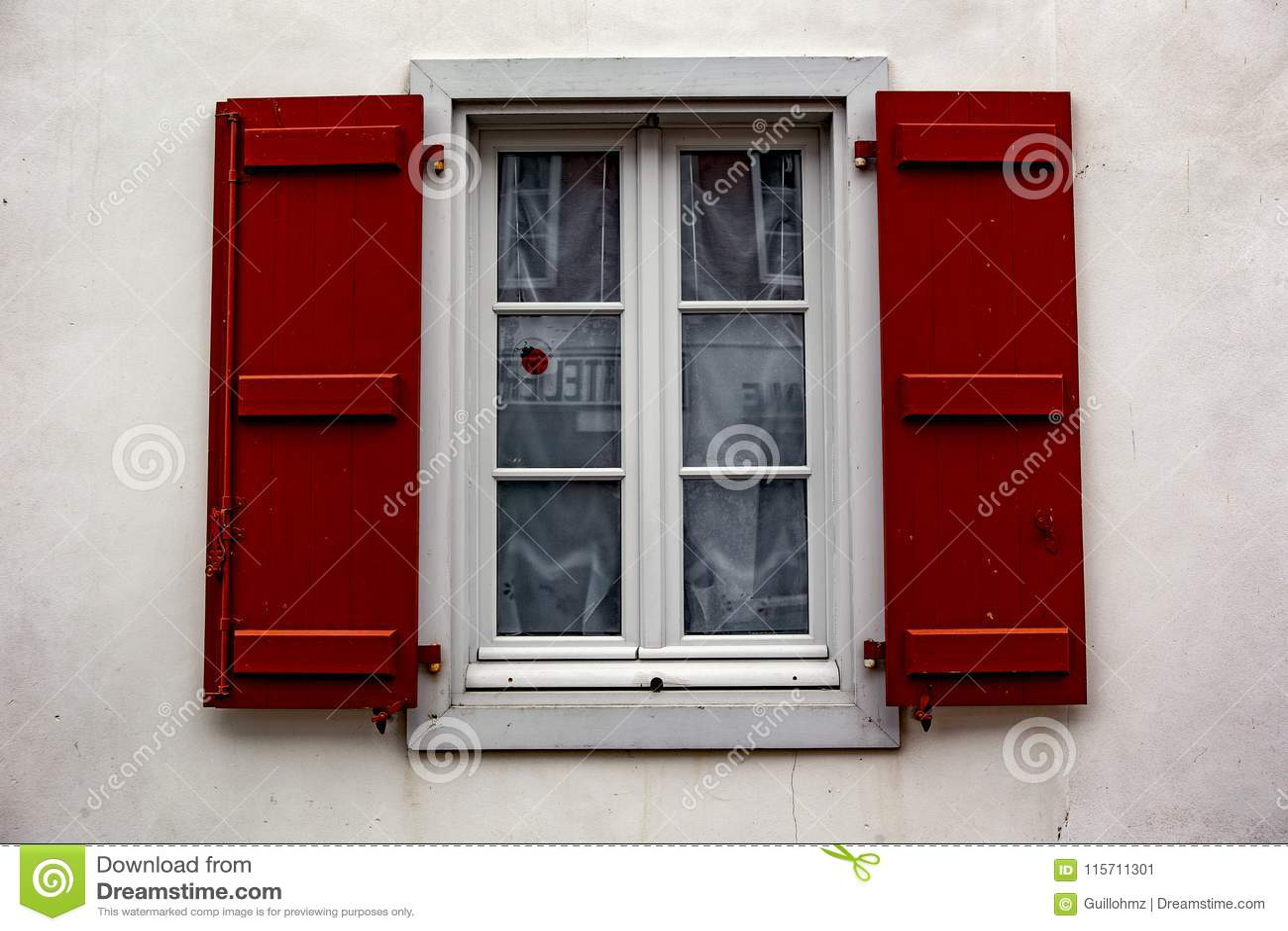 Janela vermelha - Espelette