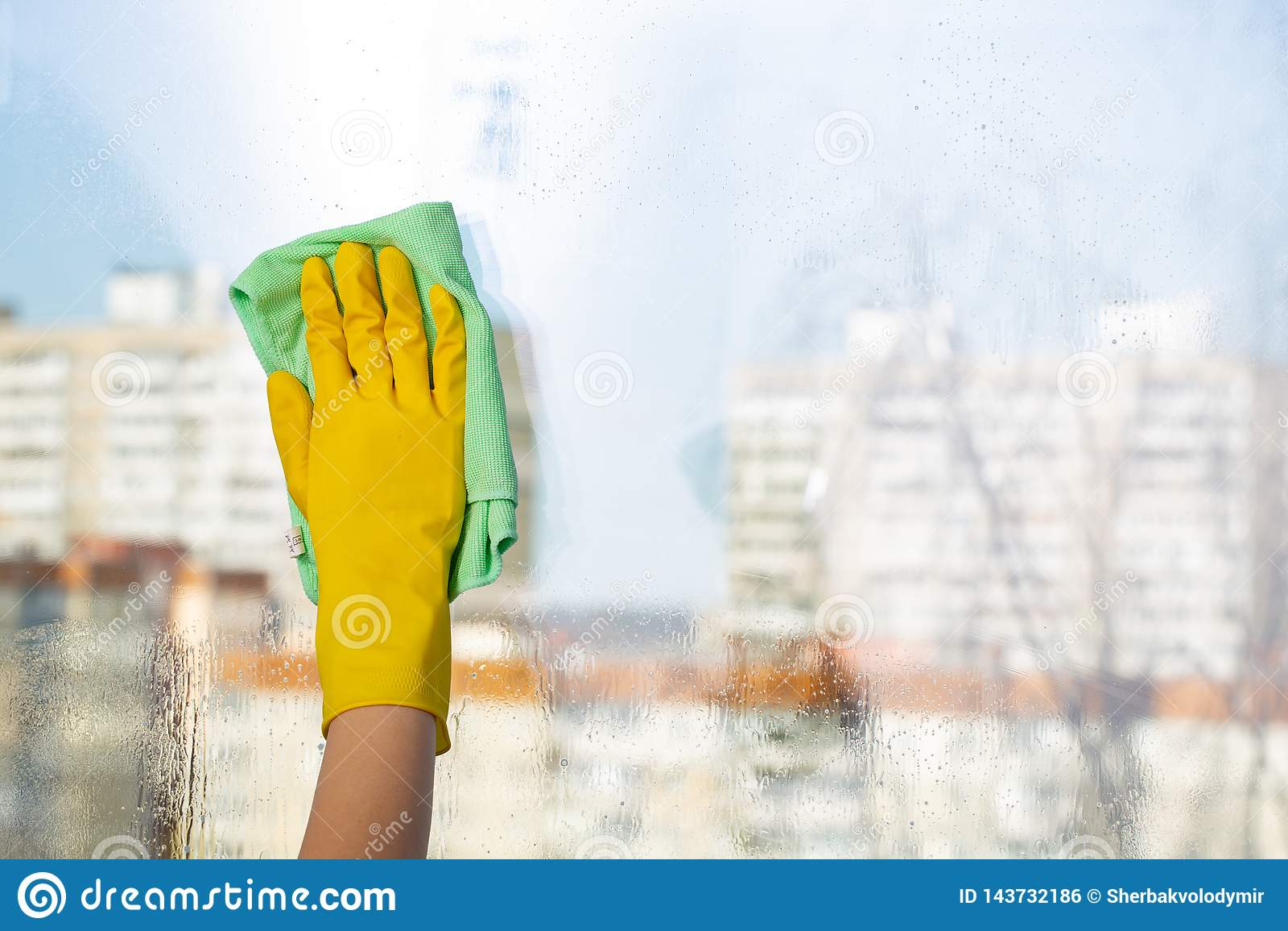 Janelas da limpeza com pano especial Limpeza da primavera
