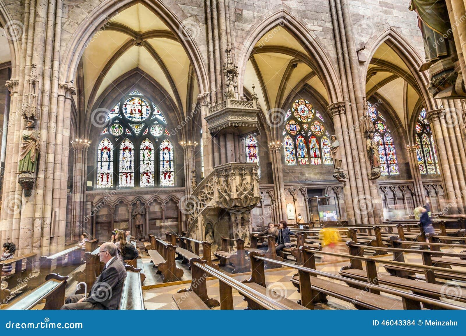 #81A229 ALEMANHA 4 DE JULHO DE 2014: Janelas de vidro colorido na igreja de  222 Janelas De Vidro Para Igrejas