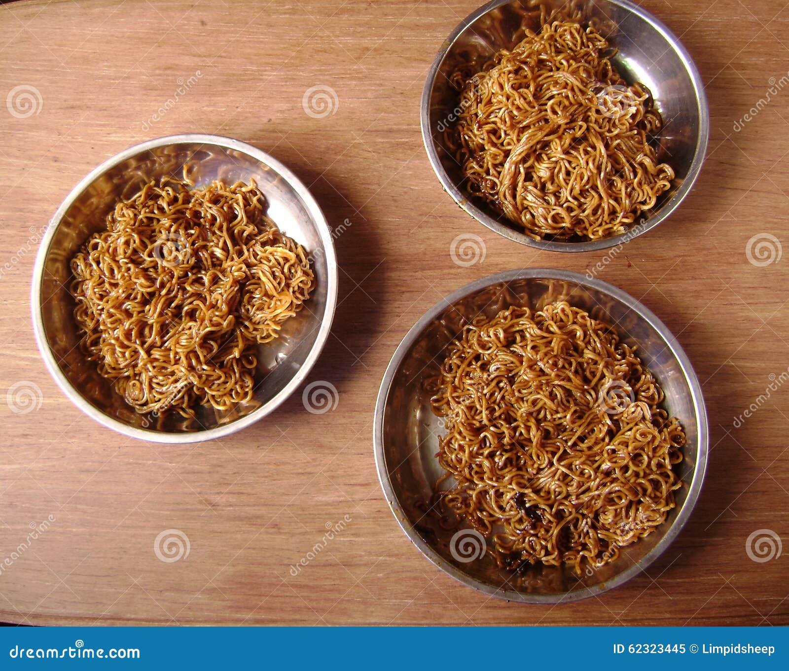 Jantar de Chow Mein