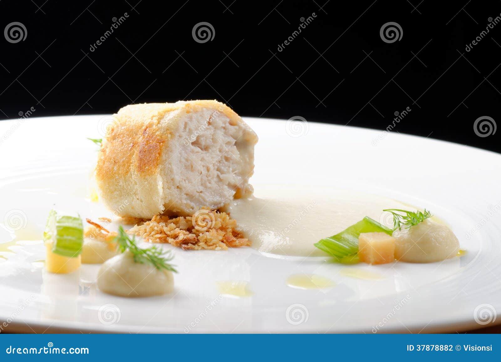 Jantar fino, de peixes da truta faixa panada nas ervas e especiaria