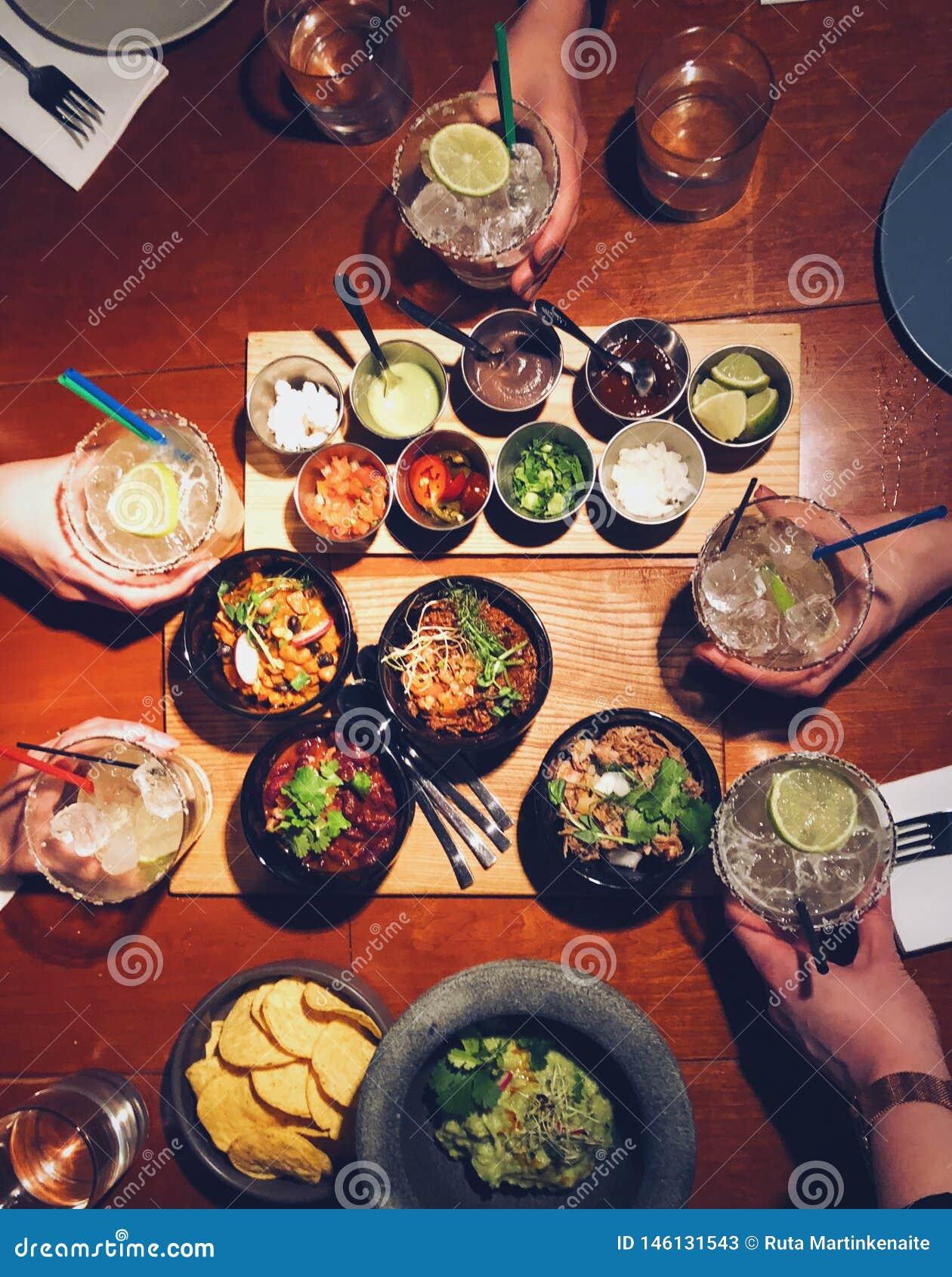 Jantar mexicano com amigos