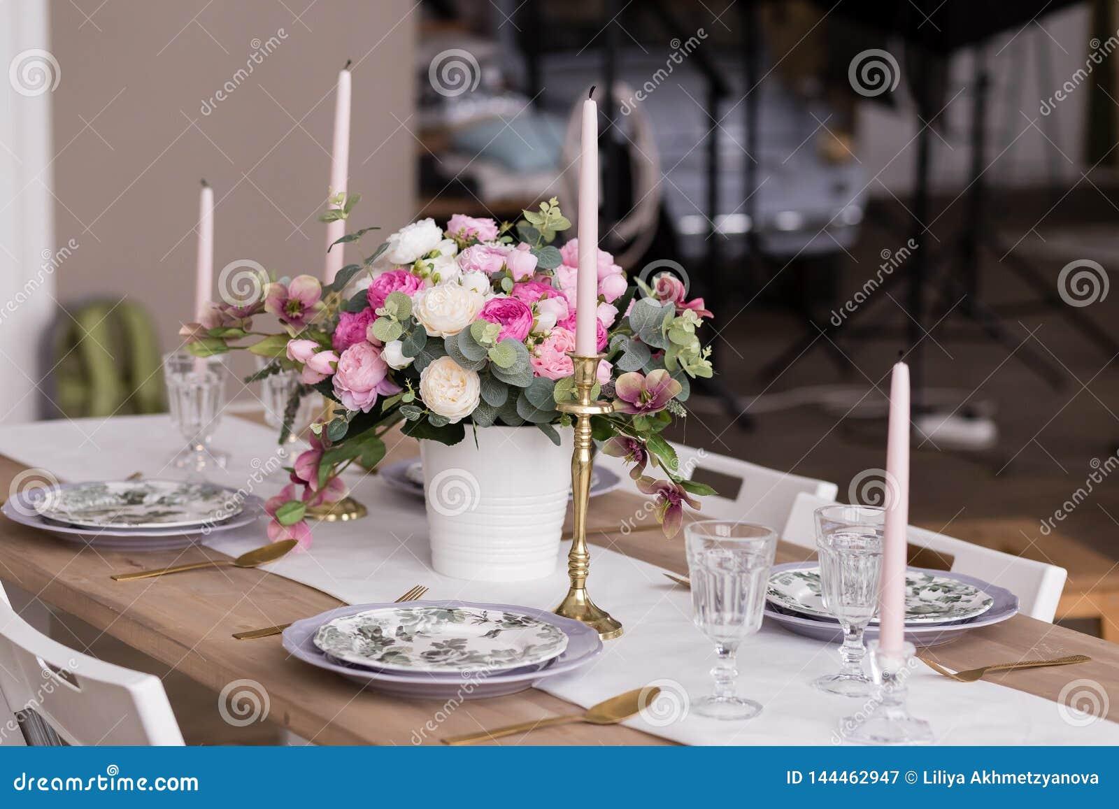 Jantar romântico, ajuste festivo da tabela