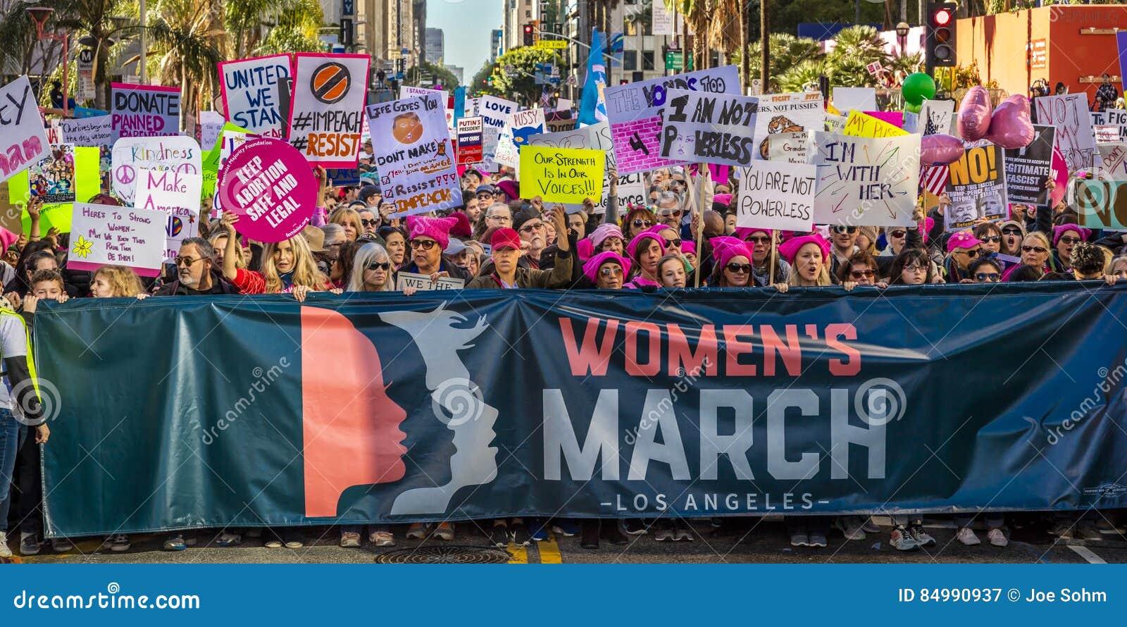 JANUARI 21, 2017, LOS ANGELES, CA 750.000 deltar i kvinnors mars, aktivister som protesterar Donald J Trumf i den största natione