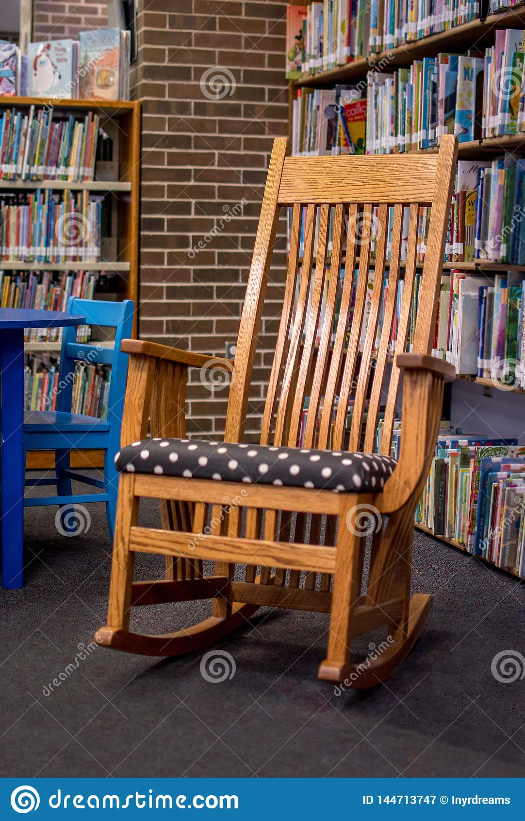 Admirable Oak Rocking Chair In The Middle Of A Library Editorial Frankydiablos Diy Chair Ideas Frankydiabloscom