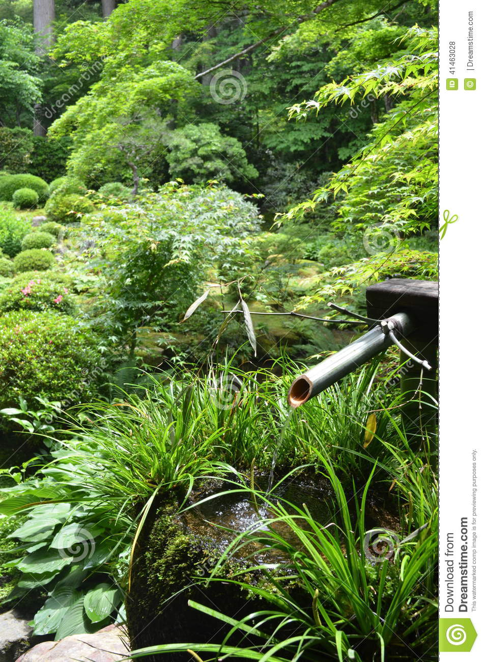 Bamboo water fountain in japanese garden stock photography for Water in japanese