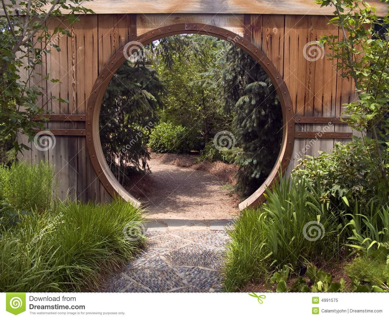 japanese garden gate made of clear kiln dried western red cedar cambara mahogany lattice and stainless steel fastenings zen gates fences pinterest