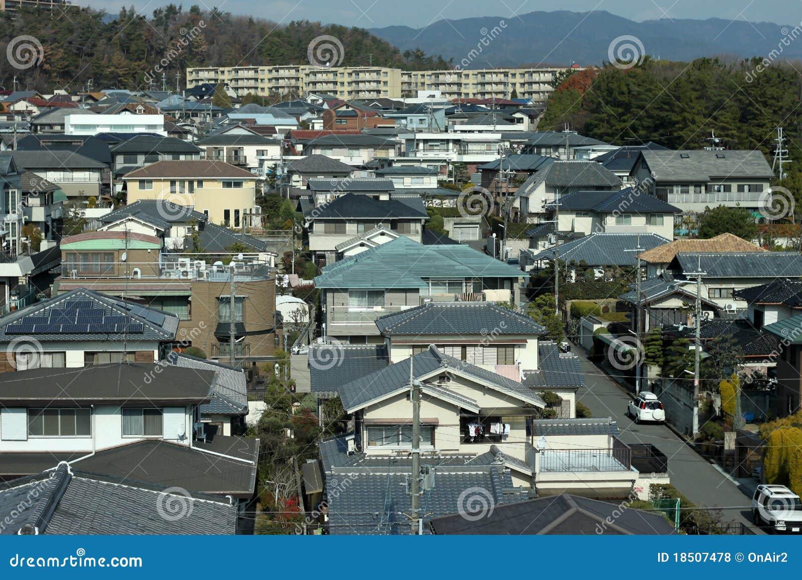 [Palomar]Busca al pervertido. ¿Acaso ese es un arbol con binoculares? Japanese-suburbia-18507478