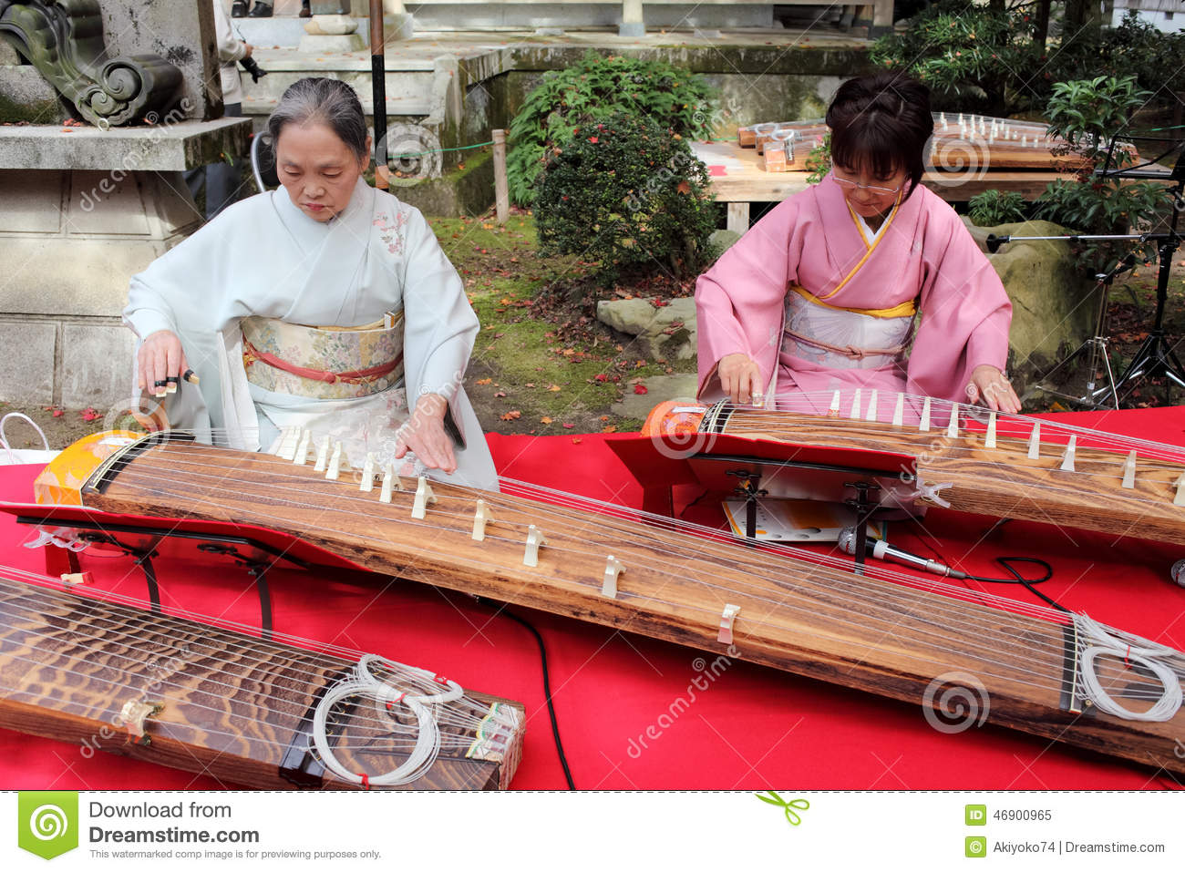 Japan women playing with them self foto 709