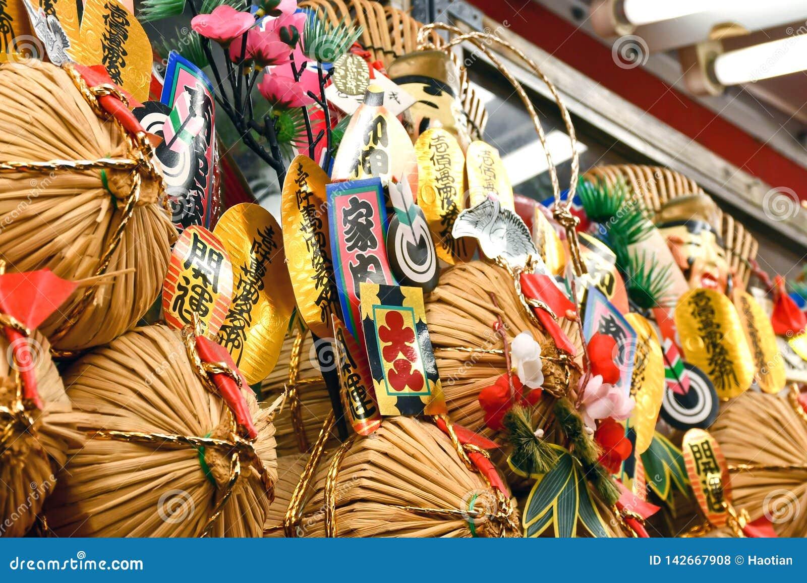 Japanische Dekorationen für Glück und Vermögen