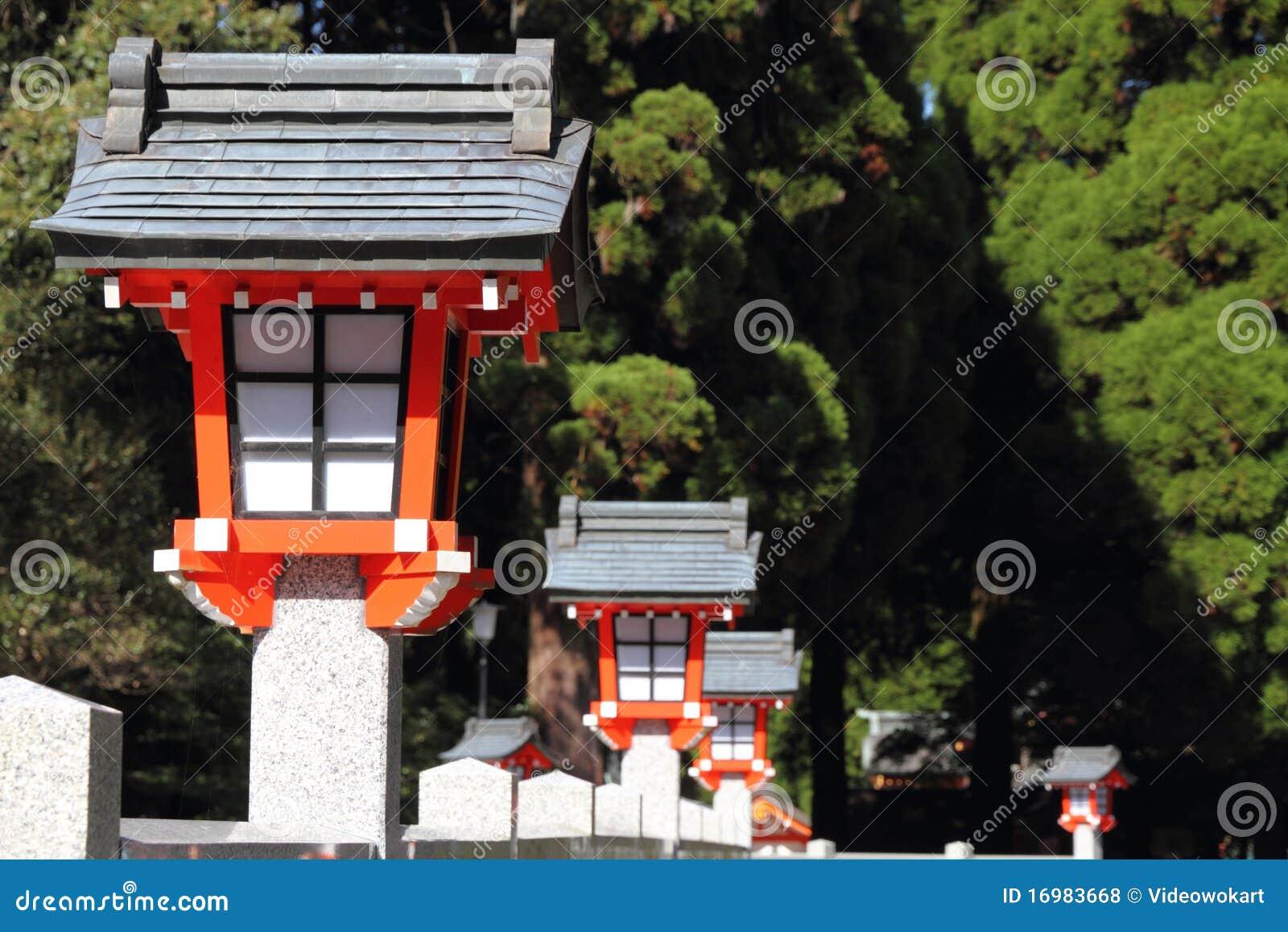 Japanische laternen lizenzfreie stockfotos bild 16983668 - Traditionelle japanische architektur ...
