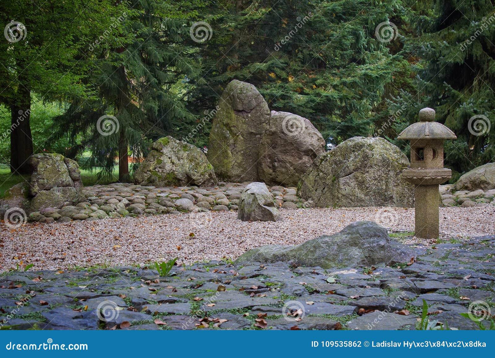 Japanischer Garten In Karlovy Vary Stockfoto - Bild von szene ...