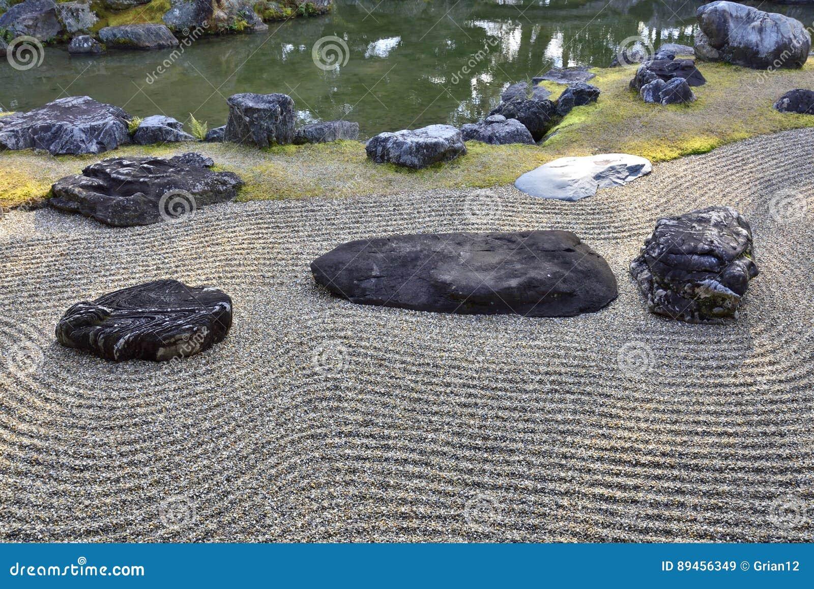 Japanischer trockener Landschaftsgarten