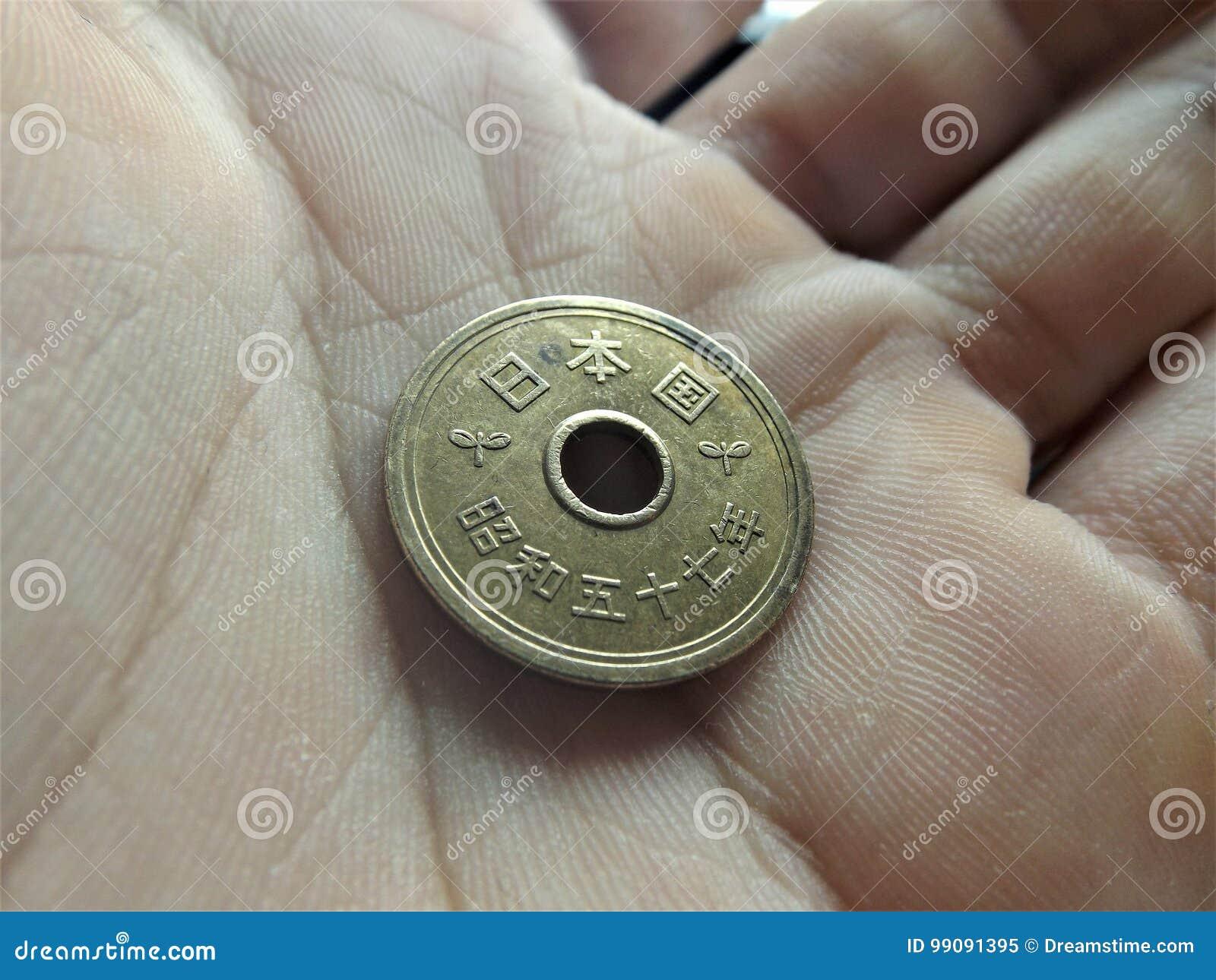 5 Japanischer Yen Münze In Meiner Hand Stockbild Bild Von Dose