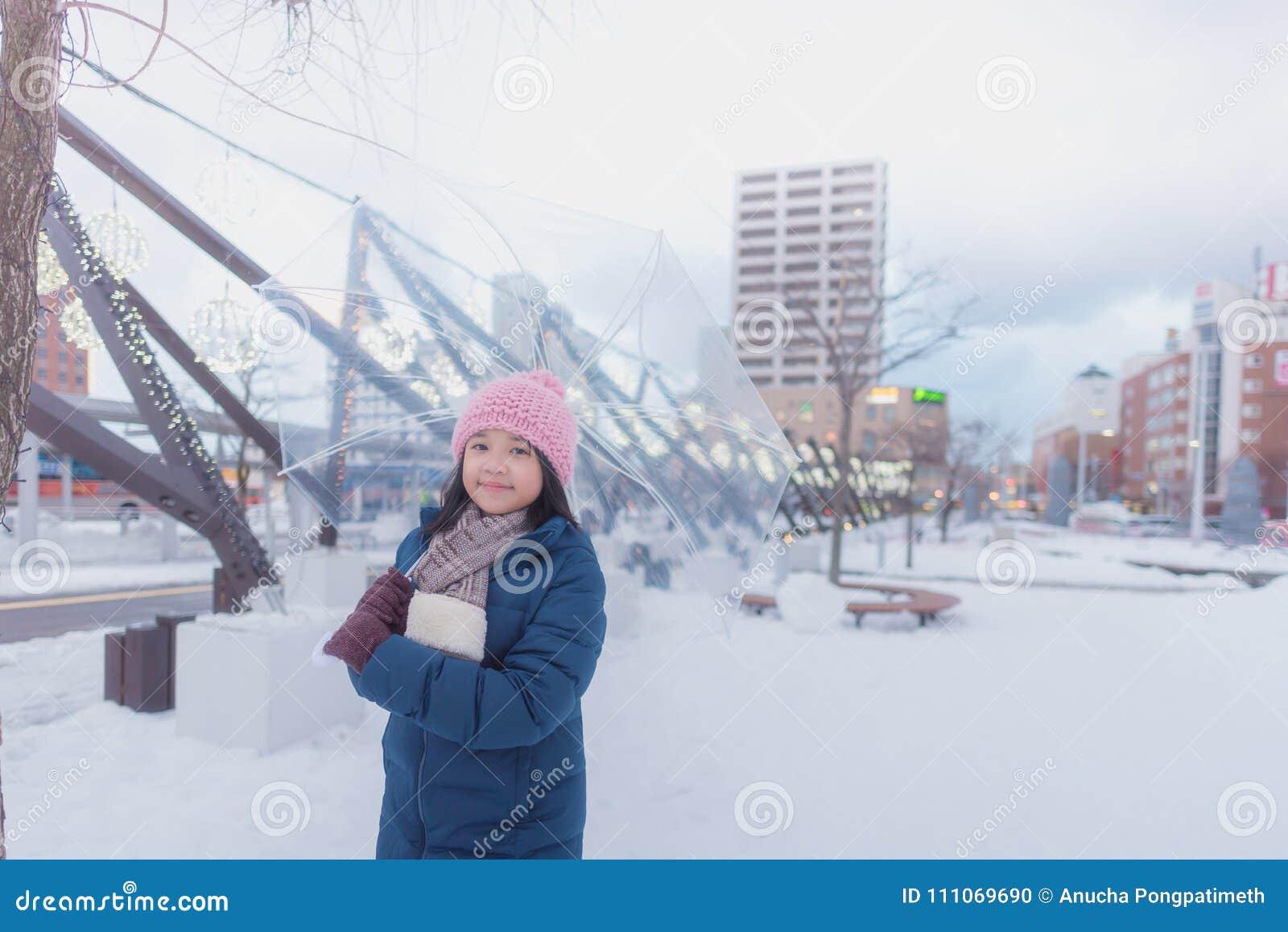 Japansk flicka i vinter